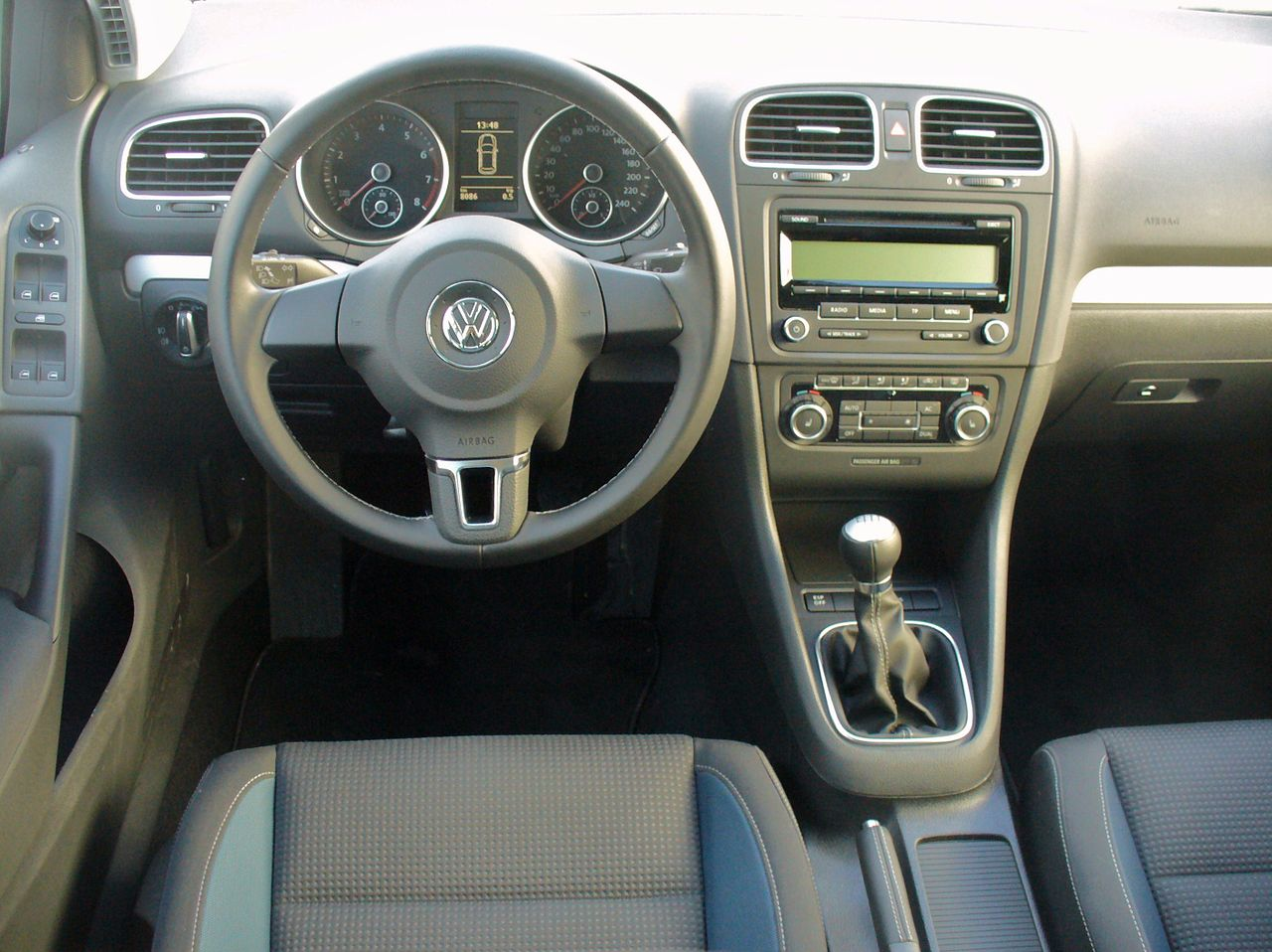 file vw golf vi 1 2 tsi team monosilber interieur jpg wikimedia commons. Black Bedroom Furniture Sets. Home Design Ideas