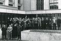 Valtionarkisto 1972. Valtionarkiston henkilökunta valtionarkiston sisäpihalla 18.10.1972. Kansallisarkisto.jpg
