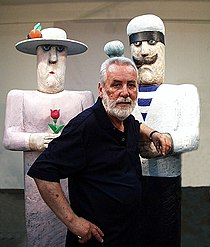 Vasko Lipovac and sculpture.jpg