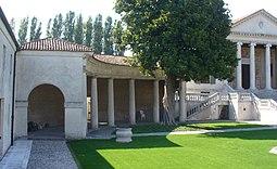 Villa Badoer-Barchessa-Scale Laterali.jpg