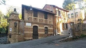 Lycée français Chateaubriand - Image: Villa Strohl Fern Lycée français Chateaubriand de Rome Petite Porte Via di Villa Ruffo