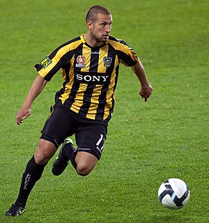Vince Lia - Lia playing for Wellington Phoenix in 2009