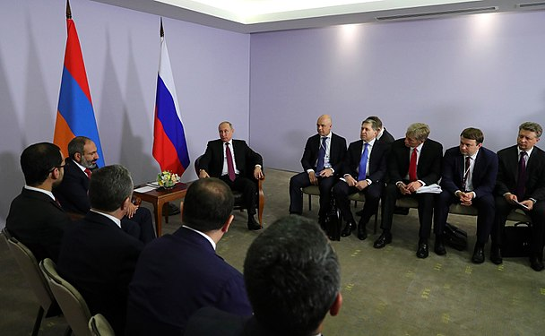 Vladimir Putin and Nikol Pashinyan (2018-05-14) 04.jpg