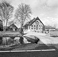 Voorgevel boerderij met gedecoreerde windvanen, drielichtsvenster en siermetselwerk - Reeuwijk - 20375736 - RCE.jpg