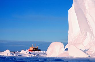 Bay of Whales - Icebreaker research vessel using the Bay of Whales ice harbor