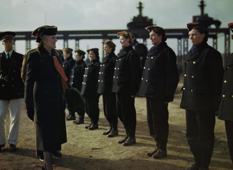 Women at War 1939 - 1945 TR680