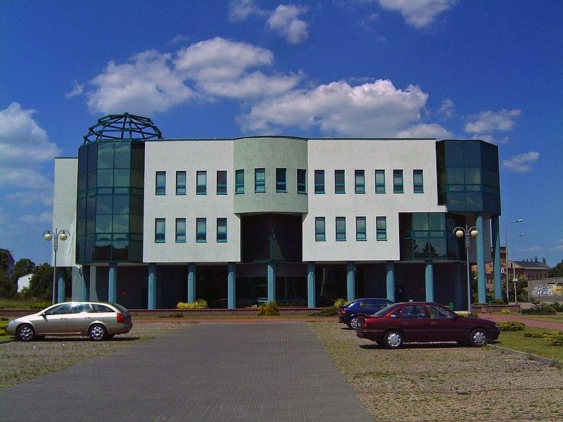 http://upload.wikimedia.org/wikipedia/commons/thumb/1/18/ZUS_Sieradz.JPG/800px-ZUS_Sieradz.JPG