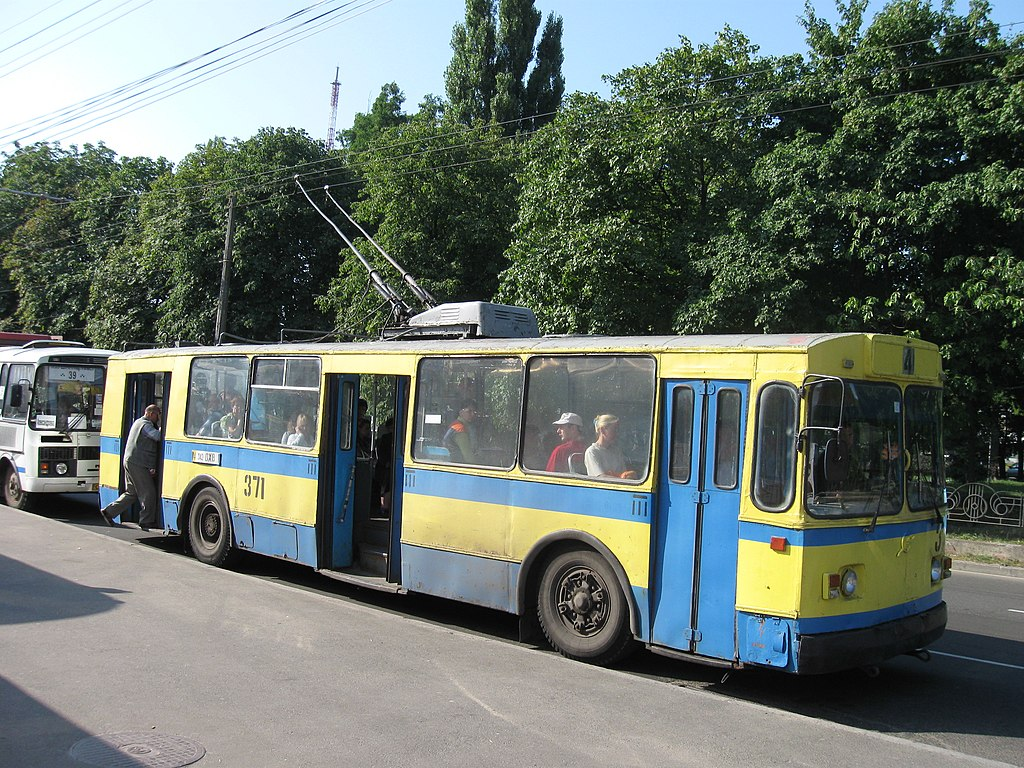 Chernihiv Ukraine  city pictures gallery : ZiU 9 No.371 in Chernihiv, Ukraine Wikimedia Commons