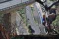 Zoomblick vom Botanischen Garten hinab auf die Schnellstraße und Straßen im Tal.jpg