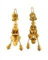 Örhängen av guld med orientaliska pärlor, 1840-tal. Del av garnityr - Hallwylska museet - 109875.tif