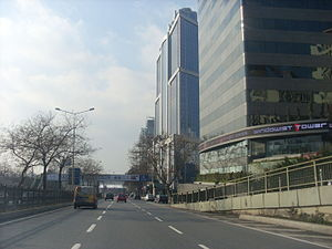 Büyükdere Avenue - Büyükdere Avenue in Maslak, heading south.
