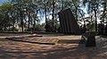 Братська могила у парку залізничників 01.jpg