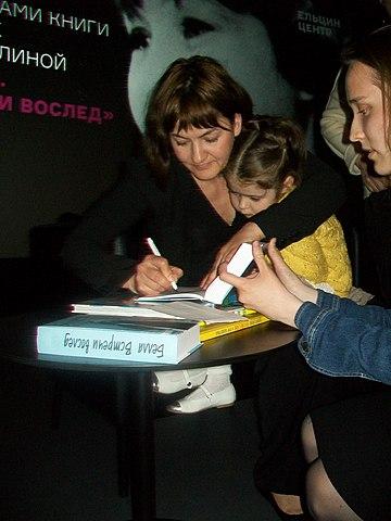 Дочь Елизавета и внучка Мария (июнь 2017 года, на презентации сборника интервью о Белле Ахмадулиной в Ельцин-центре)