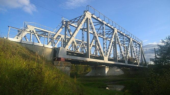 Железнодорожный мост через Кезу.jpg