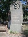 Мемориальная стела с горельефом П. Е. Дыбенко.jpg