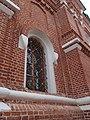 Окно с решеткой Церкви Сергия Радонежского на могиле Мефодия, игумена Пешношского.jpg
