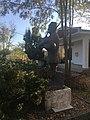 Споменик на Пеце Атанасовски во Долнени.jpg