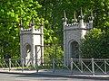 Стрельна, Орловский парк, готические ворота.jpg