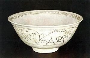 Joseon white porcelain - Image: 백자 상감연화당초문 대접