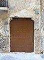 015 Portal del c. Major 40 (Cabacés), amb permòdols de l'oratori romànic.JPG