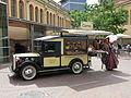 138 Cotxe d'època de la fleca Carné, al raval de Montserrat (Terrassa).JPG