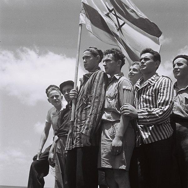 מעפילים מגיעים לחיפה בשנת 1945