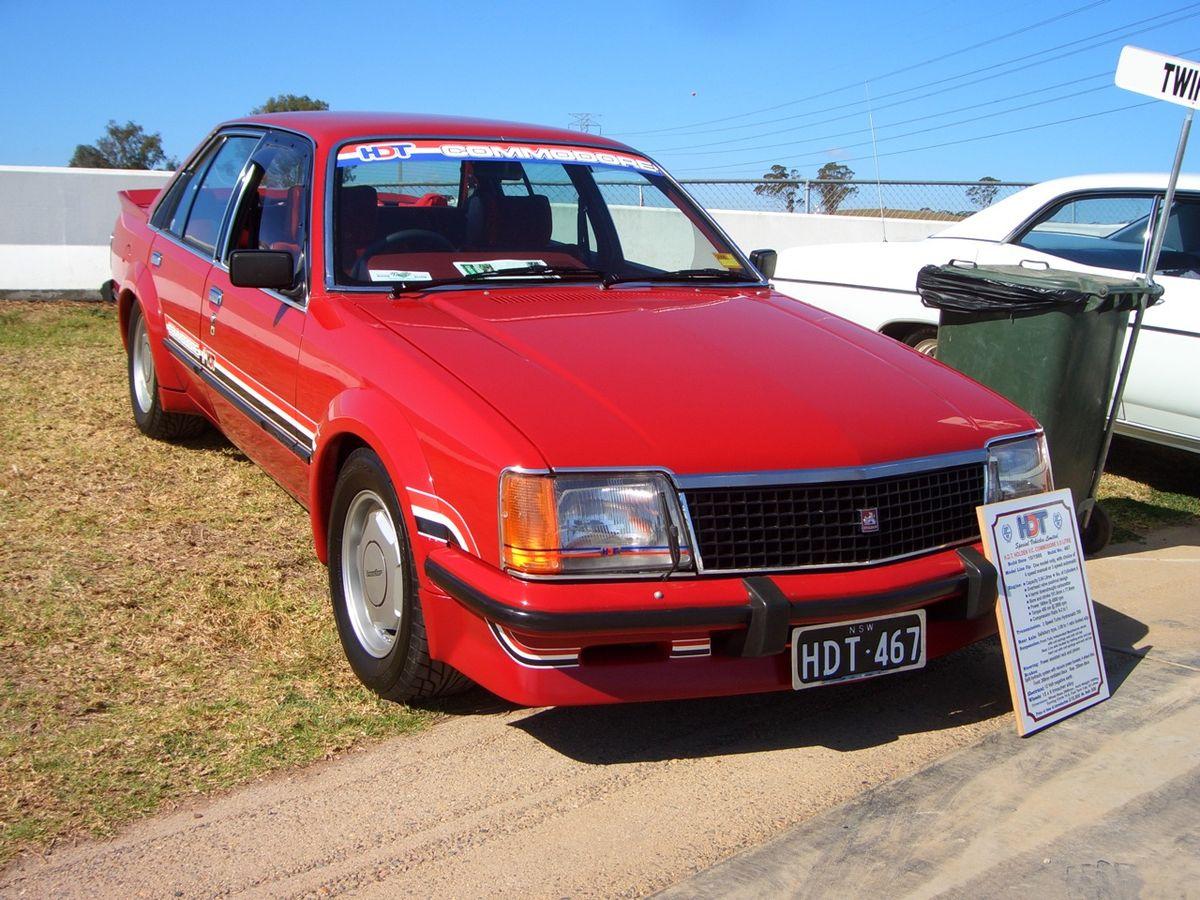 1980 HDT Commodore (VC) sedan 01.jpg
