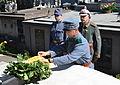 2013-014 Die Vereine und Gruppen legen Kränze am Grabmal des Marschalls Dembicki nieder.JPG