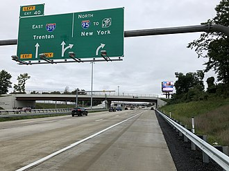 Interstate 295 (Delaware–Pennsylvania) - The beginning of I-295 eastbound from I-95 northbound in Bristol Township