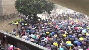 File:2019年7月1號朝早香港人冒大雨示威抗議 美國之音.webm