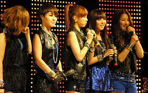 4Minute - The band performs at Dongguk University in 2009. From left to right: Gayoon, Ji-yoon, Hyun-a, So-hyun, Ji-hyun.