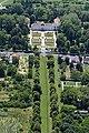 A kastélyparkhoz tartozó védett hársfasor a magasból.jpg