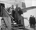 Aankomst filmster Ann Todd en haar echtgenoot filmregisseur David Lean op Schiph, Bestanddeelnr 905-4605.jpg