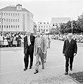 Aankomst van journalisten bij het stadhuis in Willemstad, Bestanddeelnr 252-3634.jpg