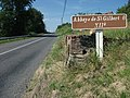 Abbaye de Saint-Gilbert à 8 kilomètres (D 6, après Saint-Rémy-en-Rollat) 2015-08-12.JPG
