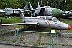 Aero-Vodochody L-29 Delfin '01 red' (38013846675).jpg