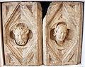 Agostino di giovanni, fomelle con teste di vecchio e di giovane, da duomo di grosseto, 1320-30 circa.JPG