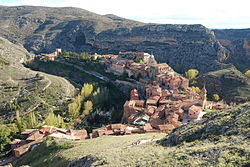 Albarracín, in a رودپیچ of the رود توریا, viewed from Torre del Andador.