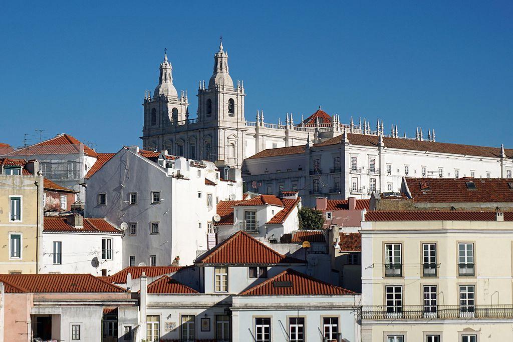 Vue sur l'église São Vicente da Fora à Lisbonne dans le quartier de l'Alfama - Photo de Mariordo (Mario Roberto Durán Ortiz)