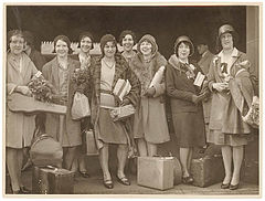 "American women's jazz band ""Ingenues"", Central Station, Sydney, late 1920's - Sam Hood (3445843259).jpg"