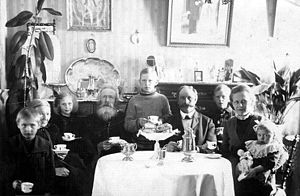 Fika (Sweden) - Family in Söderhamn seated for fika about 1916