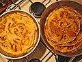 Apfelpfannkuchen - links weißer Zucker, rechts mit braunem Zucker.jpg