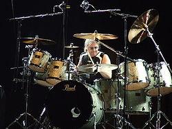 Ian Paice durante un concerto dei Deep Purple nel 2006