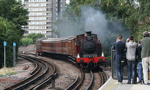 Au Morandarte Flickr Met 1-Sarah Siddons approaching Ladbroke Grove - Steam on the Underground 02-08-14 (14836665644)