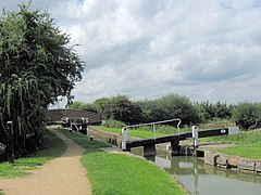 Aylesbury Arm, Broughton Lock (No 14) - geograph.org.uk - 1442979.jpg