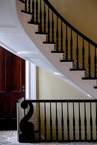 File:Bartow-Pell Mansion- Spiral Staircase 3.jpg