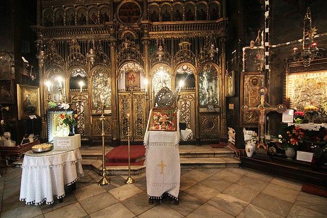 """Biserica """"Nașterea Maicii Domnului și Sf. Mucenic Ciprian"""" - Zlătari - interior"""
