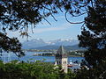 Blick vom Hügel über den Süden von Ålesund.JPG