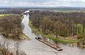 Blick von Mělník auf Moldaukanal mit Schleuse von Hořín und Frachtschiff-6735.jpg