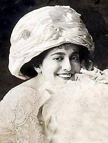 Peach basket hat - Wikipedia 5cb2e0ffc6f
